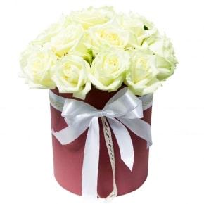 19 белых роз